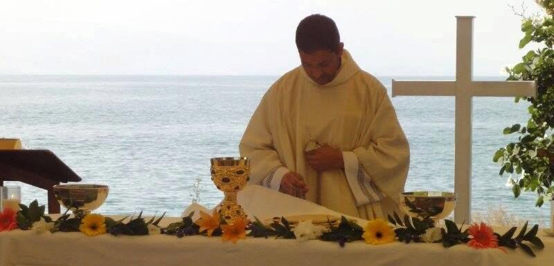Celebrando la Eucaristía a orillas del Mar de Galilea (2013)